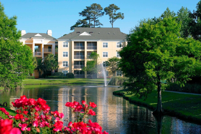 myrbr-sheraton-broadway-plantation-resort-villas-exterior-pond