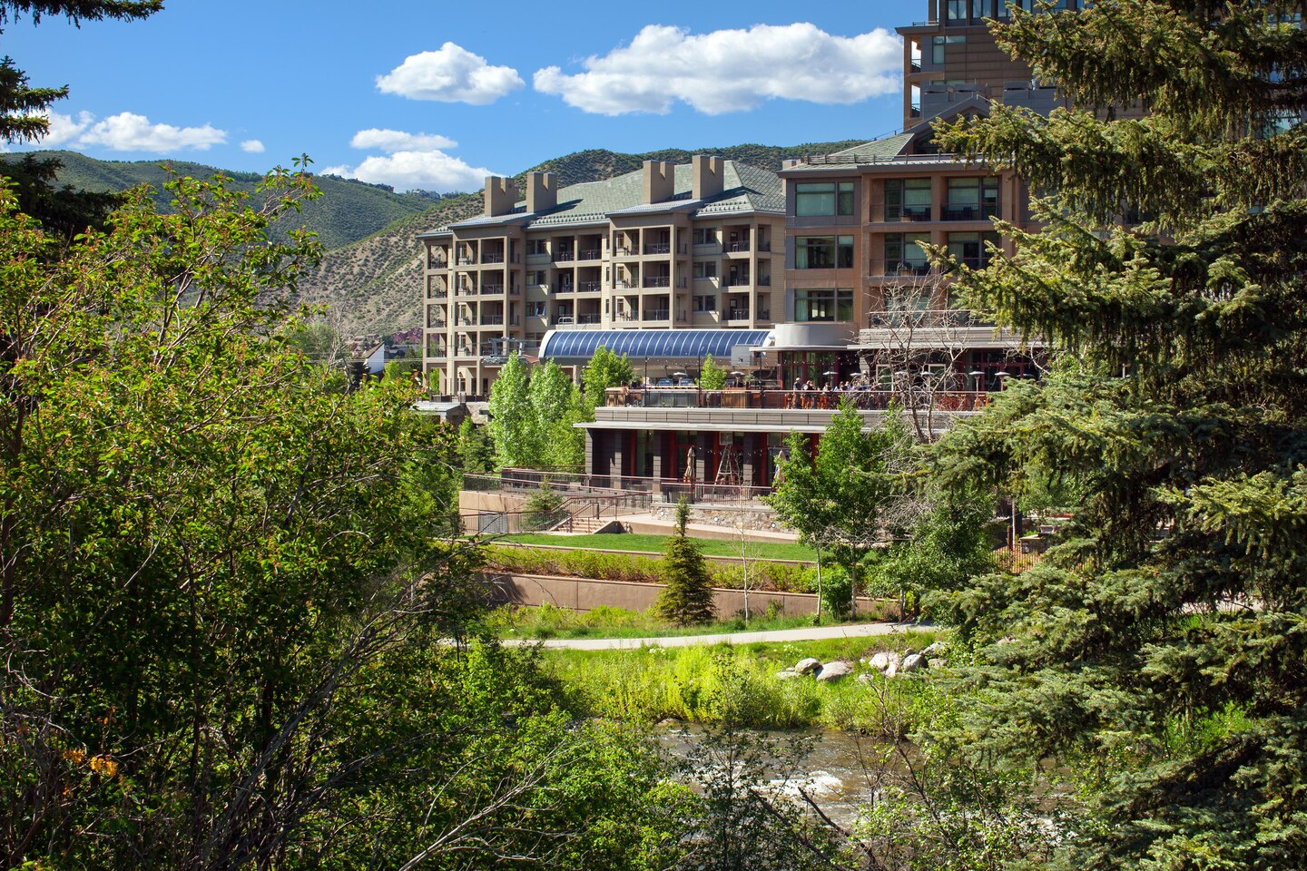whrwi-the-westin-riverfront-mountain-villas-beaver-creek-mountain-exterior